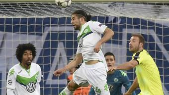Ricardo Rodriguez steigt am höchsten: voller Einsatz für Wolfsburg