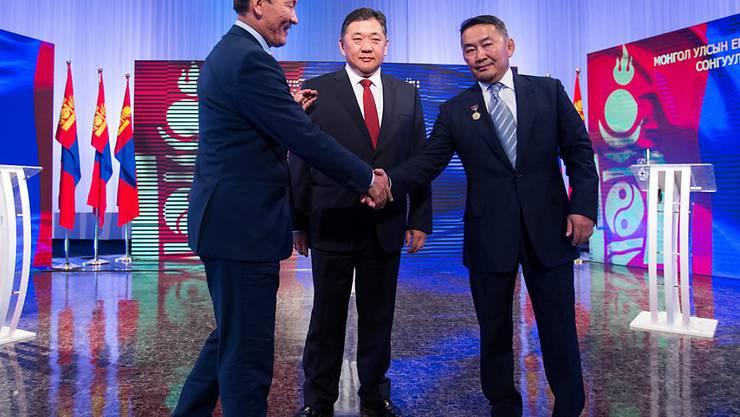 Ringen um das Präsidentenamt in der Mongolei: die drei Kandidaten bei der TV-Debatte vor der Wahl. (Archivbild)
