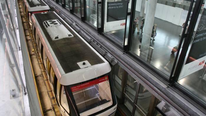 Die Skymetro am Flughafen Zürich befördert jährlich rund sieben Millionen Passagiere vom Dock E zum Rest des Flughafens.