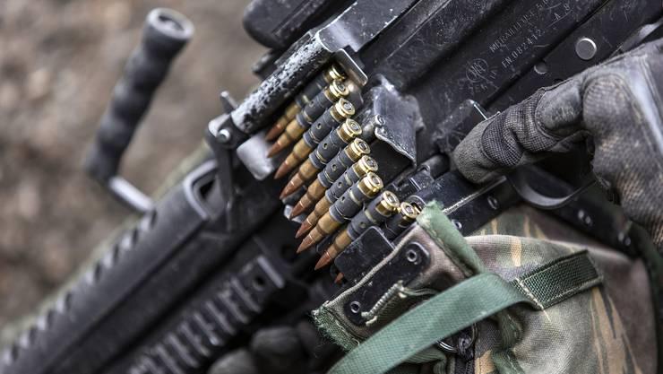Munition für das leichte Maschinengewehr 05, hier in der Rekrutenschule für Fallschirmaufklärer in Altmatt im Kanton Schwyz.