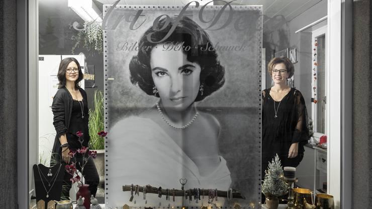 Daniela Schäfer (l.) und Judith Schmidlin im neuen Laden «Art of Deco» in Unterentfelden.