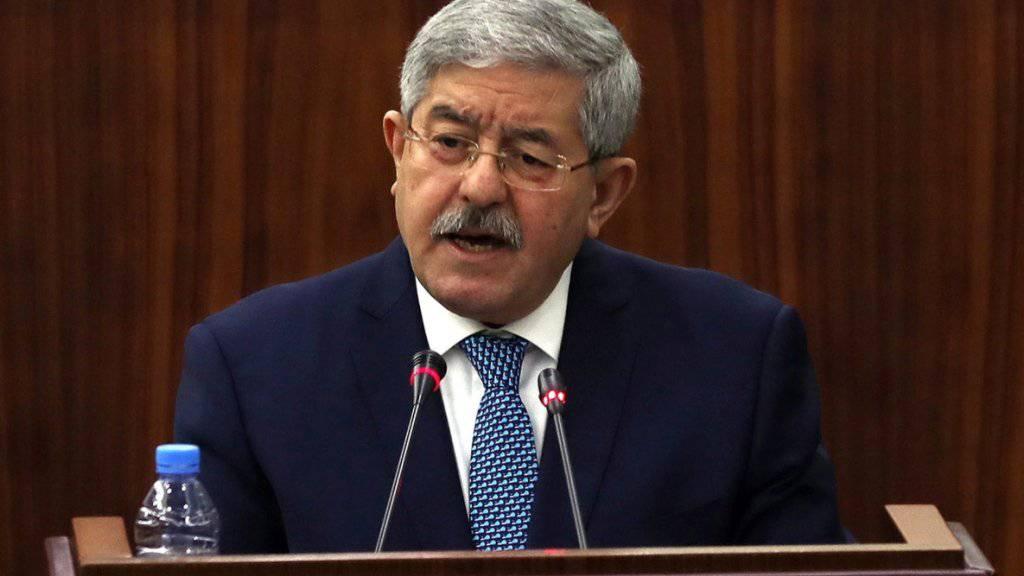 Der algerische Regierungschef Ahmed Ouyahia fordert den Rücktritt von Präsident Abdelaziz Bouteflika. (Archiv)