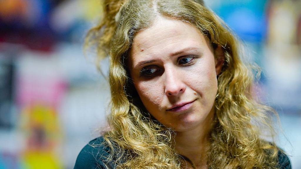 Pussy-Riot-Aktivistin zu einem Jahr Freiheitsbeschränkung verurteilt