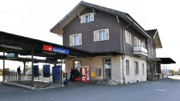 Soll bald in neuem Glanz erstrahlen und eine Verkaufsfläche beherbergen: der Bahnhof Egerkingen.