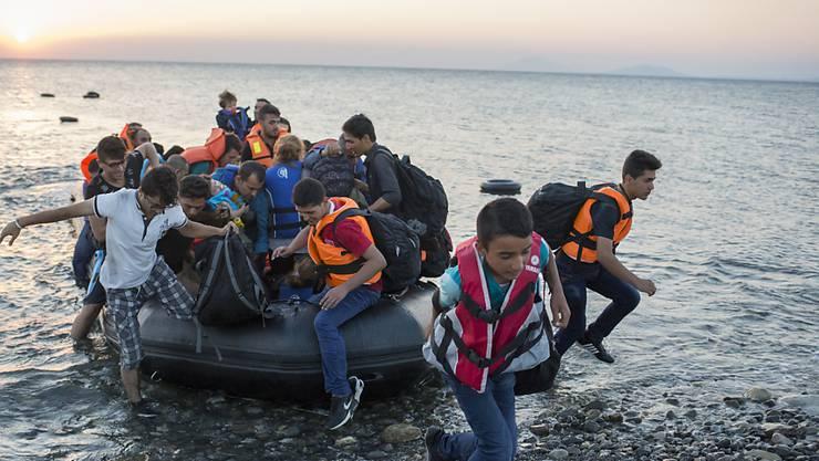 Flüchtlinge gehen auf der griechischen Insel Kos an Land. Sie sind damit - von der Türkei her kommend - in der EU.