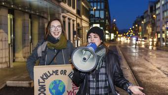 Julia Hostettler (rechts) beim Solothurner Klimastreik von letzter Woche, den sie mitorganisiert hat.