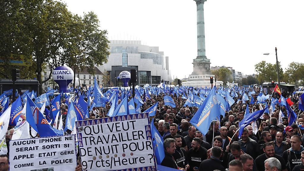 """Tausende Polizisten an """"Wutmarsch"""" in Paris"""