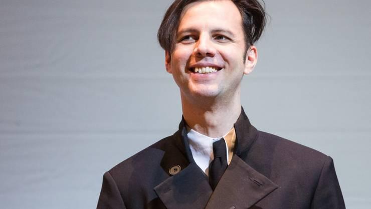 """Der griechisch-russische Dirigent Teodor Currentzis, hier im April 2016 in Hamburg bei der Verleihung des Kairos-Preises, sieht Musik als """"einzigartige Sprache"""". (Archiv)"""