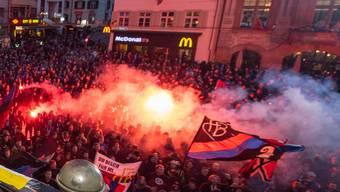 Die Menge feierte die Cupsieger des FC Basel auf dem Barfüesserplatz.