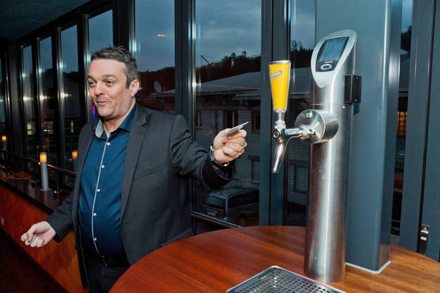 Rolf Häfeli erklärt, wie der Zapfhahn funktioniert