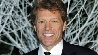 Sänger Jon Bon Jovi hat am Wochenende seinen eigenen Rosé-Wein lanciert. Aber der Boss seiner Winzerei sei sein ältester Sohn Sohn Jesse James (23), sagte er. (Archivbild)