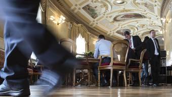Die Wandelhalle des Bundeshauses ist das Tummelfeld der Lobbyisten. Der Ständerat will wissen, wer mit welchem Auftrag unterwegs ist. (Archiv)