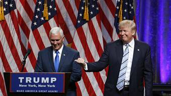 Trump stellt seinen seinen Vize-Kandidaten Mike Pence vor. Mehr als eine Vernunftehe ist es laut Kommentatoren nicht.