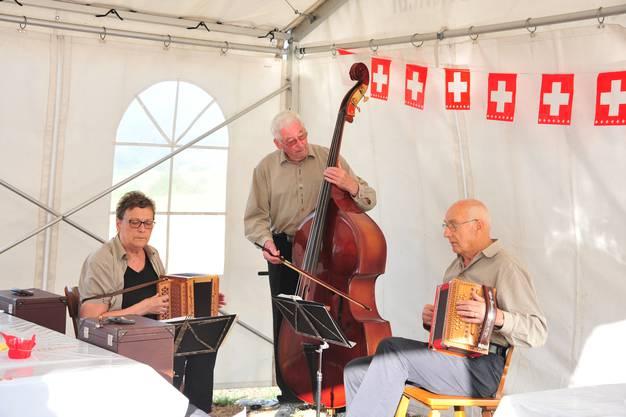 Das Schwyzerörgeli-Trio Hasli sorgte für die musikalische Umrahmung der Bundesfeier
