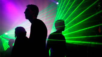 Ein Party-Gast steckte in Zürich mindestens fünf Personen mit dem Coronavirus an. (Symbolbild)
