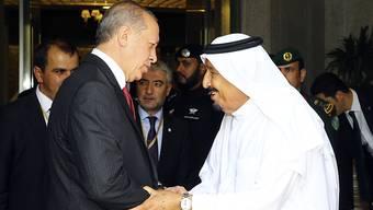 Der saudische König Salman (rechts) empfängt den türkischen Präsidenten Recep Tayyip Erdogan in Dschidda.