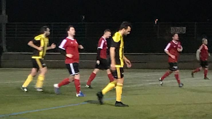 In ungewohntem, gelb-schwarzem Dress: Ex-FCB-Captain Matías Delgado beim Spiel mit dem FC Aesch.