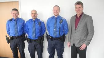 Polizeichef Werner Bertschi, David Stocker, Sebastian Schmid und Gemeindeammann Daniel Suter.