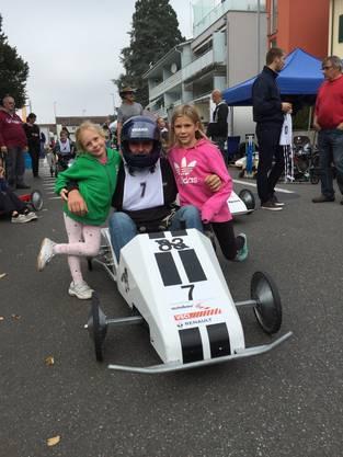 Oft reist die ganze Familie mit den Pilotinnen und Piloten an die Rennen.