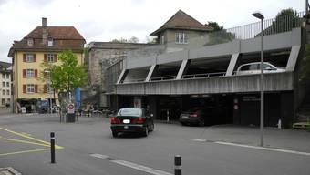 Das Rhein-Parking mit dem Anbau der Fritz Brunner-Anlage umfasst gesamthaft 294 Parkplätze für Personenwagen.