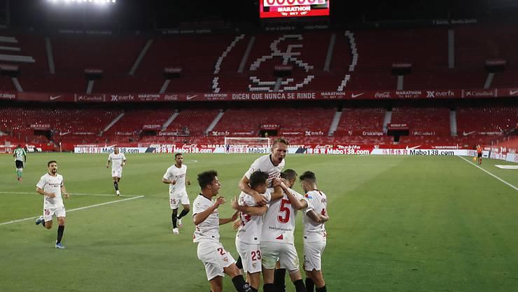 Grosser Jubel im leeren Stadion: Der FC Sevilla schlägt den Stadtrivalen Betis bei der Wiederaufnahme