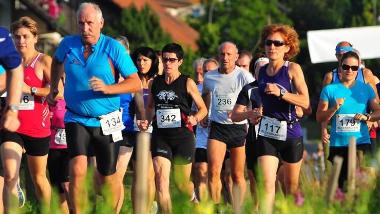 Durch Wiesen und Wälder: Der Bleienbacher Geländelauf lockte Sportlerinnen und Sportler aller Alterskategorien an.