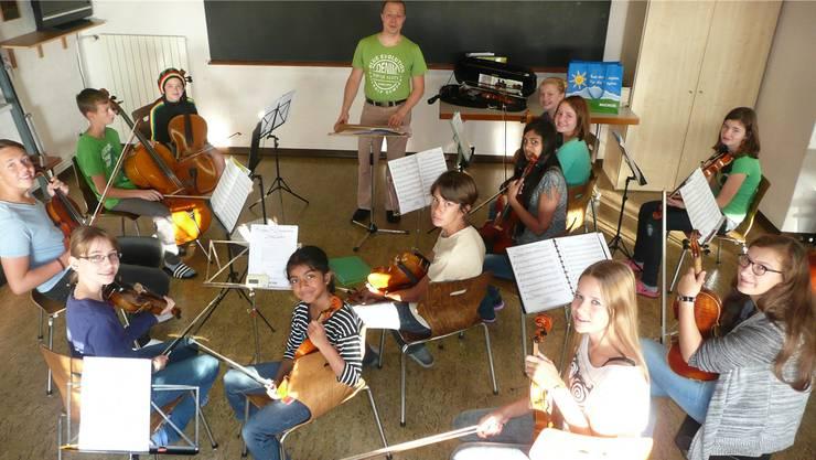 Streicherensemble der Musikschule am Probewochenende im städtischen Ferienheim Prägelz.