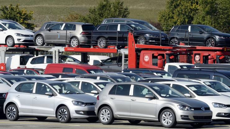 Die Nachfrage nach VW brach um 15,5 Prozent ein. Die VW-Töchter Audi und Seat legten aber kräftig zu. (Archiv)