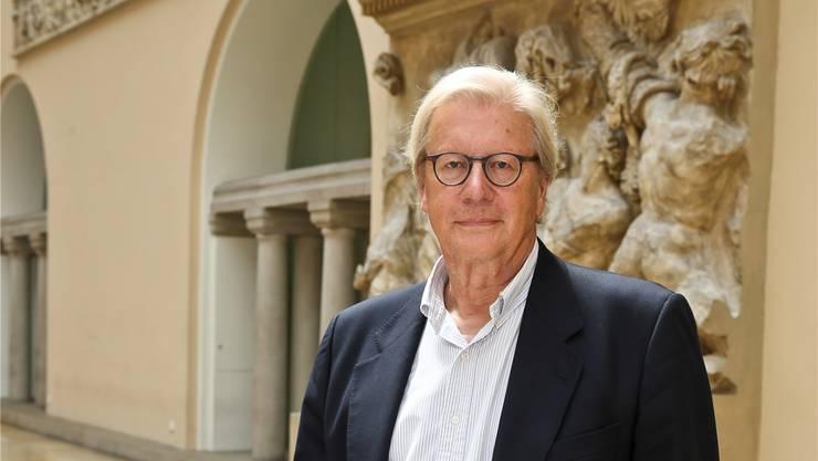 Politphilosoph Georg Kohler im Lichthof der Universität Zürich.