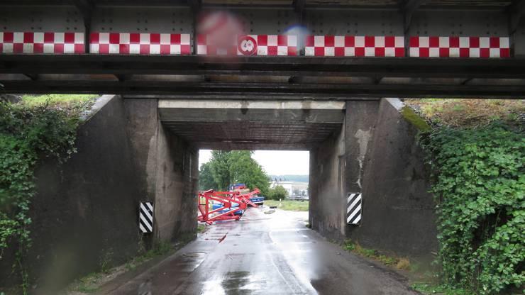 Die Unfallstelle an der Nutzenbachstrasse in Wohlen, der Grenze zu Villmergen.