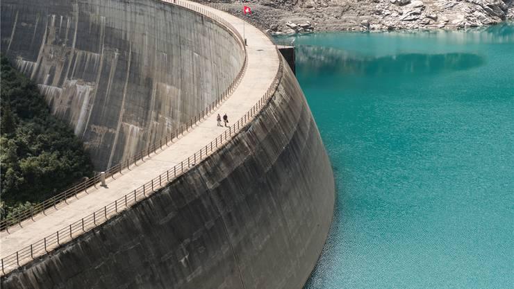 Sechs Stromkonzerne verlangen zusätzliche Abgaben für Investitionen in Wasserkraft. Gian Ehrenzeller/Keystone