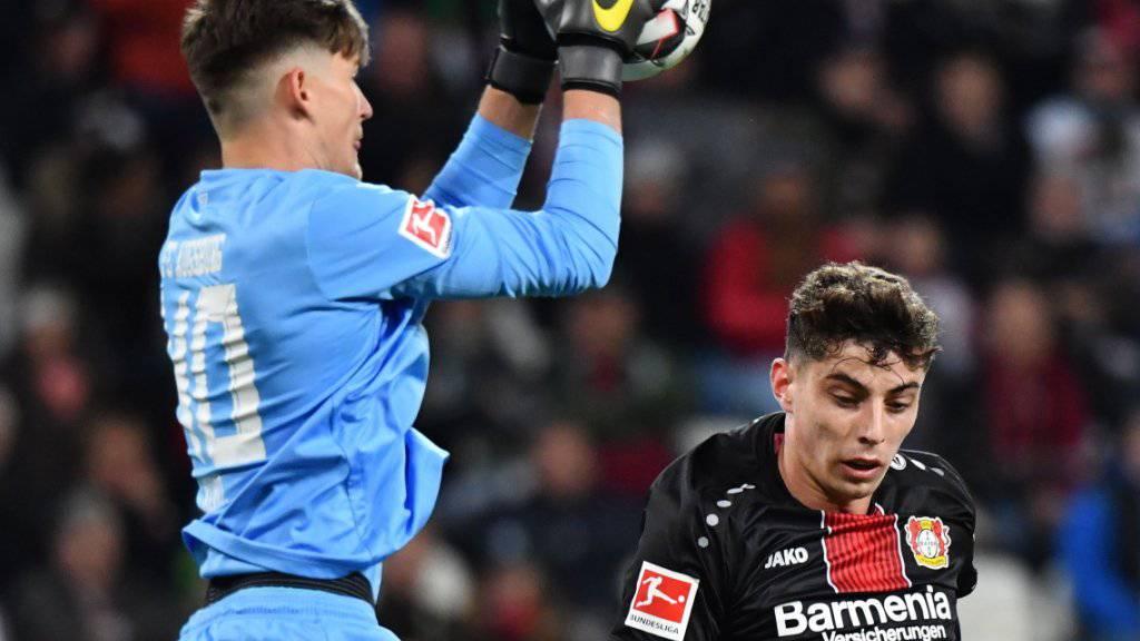 Gregor Kobel (links) dürfte nun die neue Nummer 1 beim Bundesliga-Absteiger Stuttgart werden