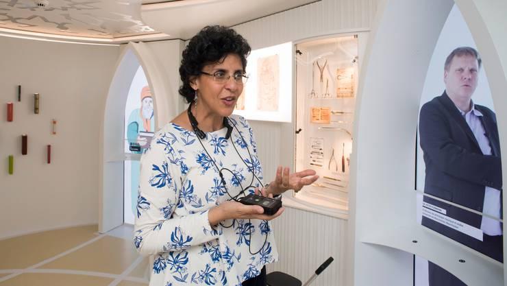 Die Politikwissenschafterin und Muslimin Elham Manea bei einem Besuch des Museums der Islamischen Zivilisationen in La Chaux-de-fonds.