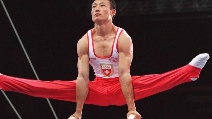 Donghua Li zeigte im ausverkauften Georgia Dome in Atlanta eine nahezu perfekte Übung und sicherte der Schweiz die erste Olympia-Goldmedaille im Kunstturnen nach 44 Jahren