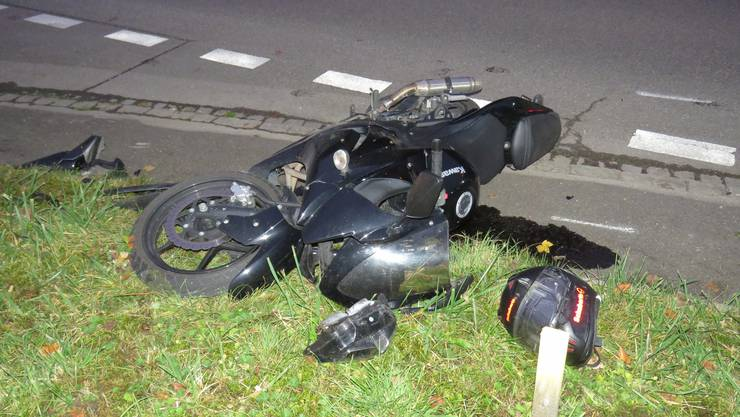Der junge Kawasaki-Fahrer zog sich beim Unfall mit dem Lieferwagen mittelschwere Verletzungen zu.