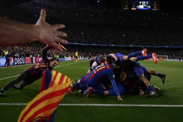 Es beginnt mit dem Wunder von Paris. 4:0 fertigt der PSG das grosse Barcelona im Achtelfinal-Hinspiel ab. Zwei Wochen später spricht niemand mehr davon. Das Imperium schlägt zurück, zerzaust Paris 6:1, es ist die grösste Wende der Fussball-Geschichte.