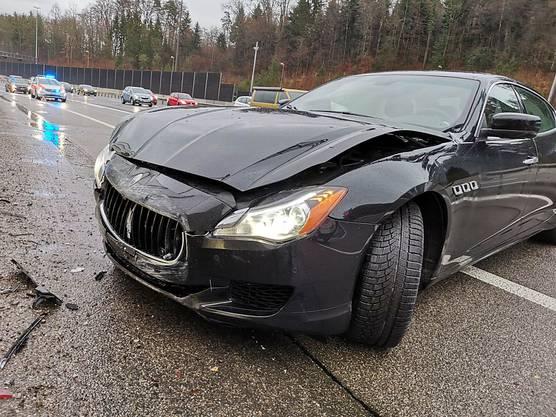 Neuenhof AG, 13. Januar: Ein Maserati-Fahrer geriet am Sonntagnachmittag auf der A1 ins Schleudern und prallte gegen die Lärmschutzwand. Er wurde mittelschwer verletzt. Der Sachschaden beträgt rund 25'000 Franken.