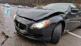 Ein Maserati-Fahrer geriet am Sonntagnachmittag auf der A1 ins Schleudern und prallte gegen die Lärmschutzwand. Der Sachschaden beträgt rund 25'000 Franken.