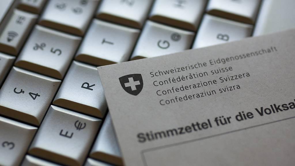 Der Bund startet die Überprüfung des neuen E-Voting-Systems der Schweizerischen Post. (Symbolbild)