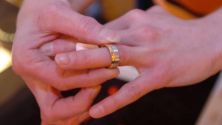 Dank der Heirat mit einer aus Thailand stammenden Schweizerin erlangte C. 2005 die Niederlassungsbewilligung. (Symbolbild)