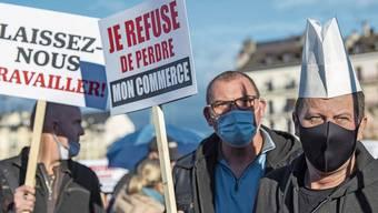 Gastronomen wollen, wie hier geschehen in Genf, auf die Strasse gehen und für Entschädigungen kämpfen.