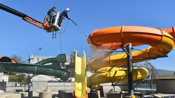 Für die Eröffnung der Badi anfangs Mai laufen in der Oltner Badi die Vorbereitungen auf Hochtouren.