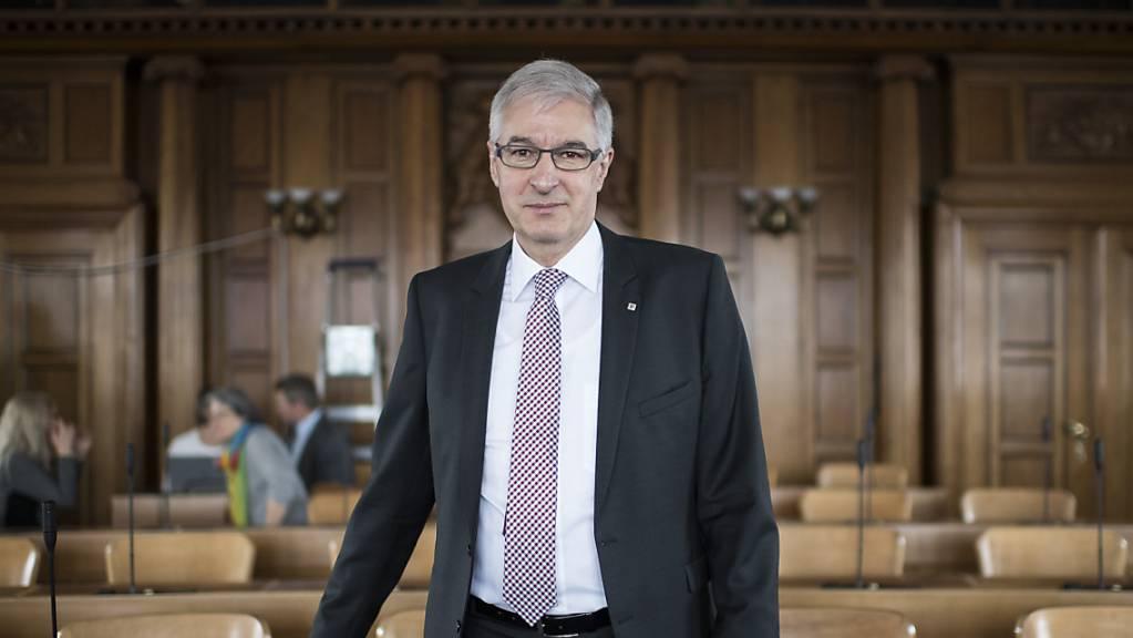 Der Ausserrhoder Kantonsrat genehmigte am Montag die Staatsrechnung 2020, die mit einem Überschuss von 9,5 Millionen Franken abschloss. Finanzdirektor Paul Signer zeigte sich nur teilweise zufrieden (Archivbild).