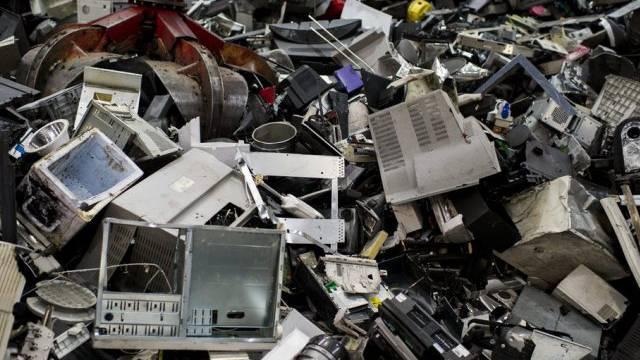 Elektro-Schrott enthält viele Schadstoffe (Archiv)