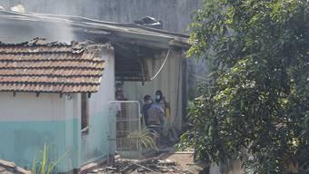 Bei einem Gefängnisaufstand sind mindestens acht Menschen gestorben und mehr als 60 verletzt worden. Foto: Eranga Jayawardena/AP/dpa