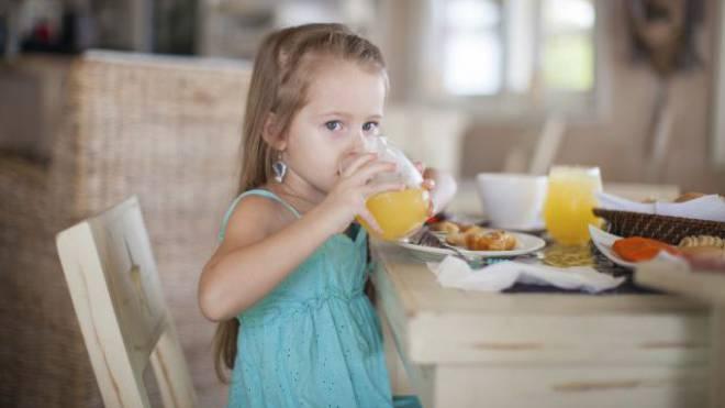 Im Hotelrestaurant sollten Kinder einige Regeln beachten – etwa nicht schmatzen oder «wäh!» rufen. Foto: Istockphoto