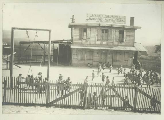 Missionsschule im Tripoli, dem Barackendorf der italienischen Arbeiter des Grenchenbergtunnels 1913.