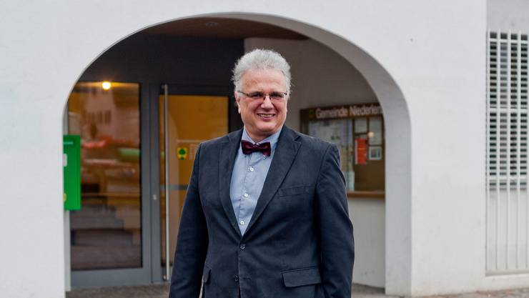 Jürg Link vor dem Eingang zum Gemeindehaus: «Der eine oder andere Entscheid wird möglicherweise etwas weh tun»