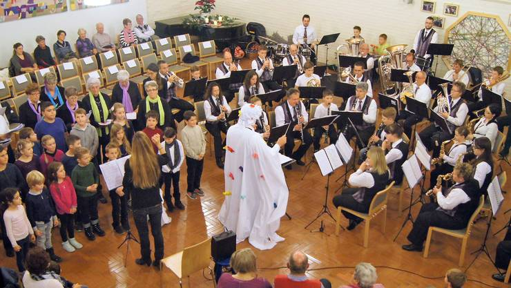 Die Musikgesellschaft Lohn-Ammannsegg beim Konzert in der Kirche.