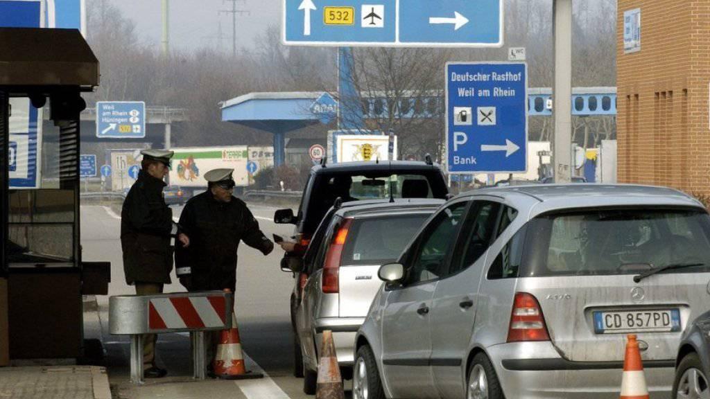 Grenzkontrolle am Autobahnzollamt Basel-Weil am Rhein (D) in Richtung Deutschland. (Archivbild)